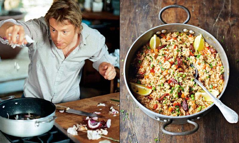 ¿Está justificado el aluvión de críticas a la inusual 'paella con chorizo' de Jamie Oliver?