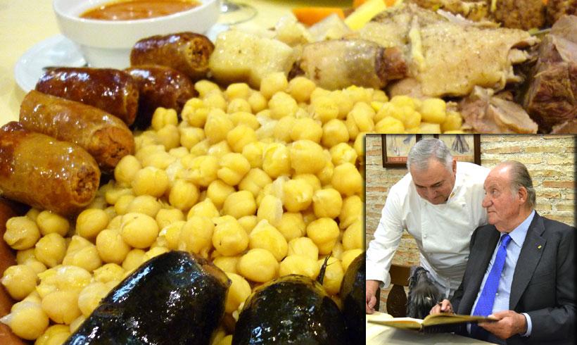 El Rey Juan Carlos, rendido ante los 'encantos' del mejor cocido de España