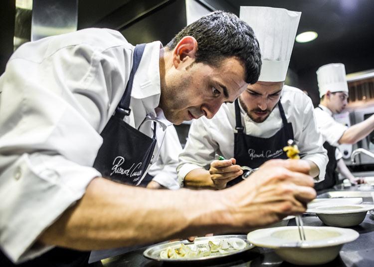 ¿El secreto para una paella 'diez'? El prestigioso chef valenciano Ricard Camarena nos cuenta el suyo