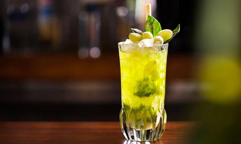 Los mejores 'bartenders' lo tienen claro: así son los cócteles que beberás este verano