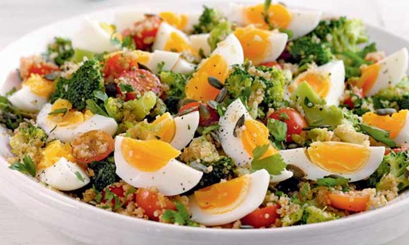 receta-ensalada-tabule-huevos-cocidos-brocoli-cherry