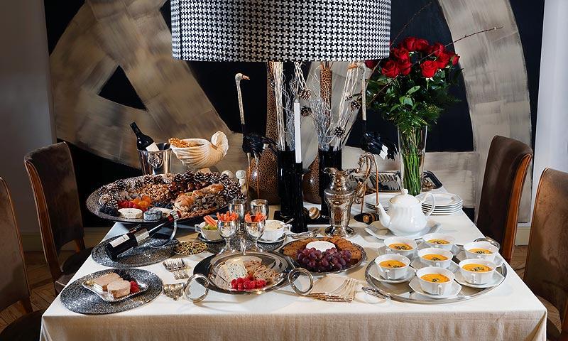 'El arte de decorar la mesa' por Fiona Ferrer: la plata cómo protagonista esta Navidad