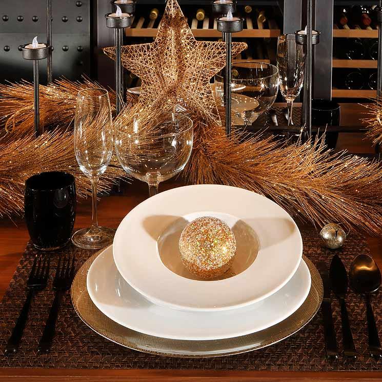 'El arte de decorar la mesa' por Fiona Ferrer: una cena dorada para una Navidad de oro