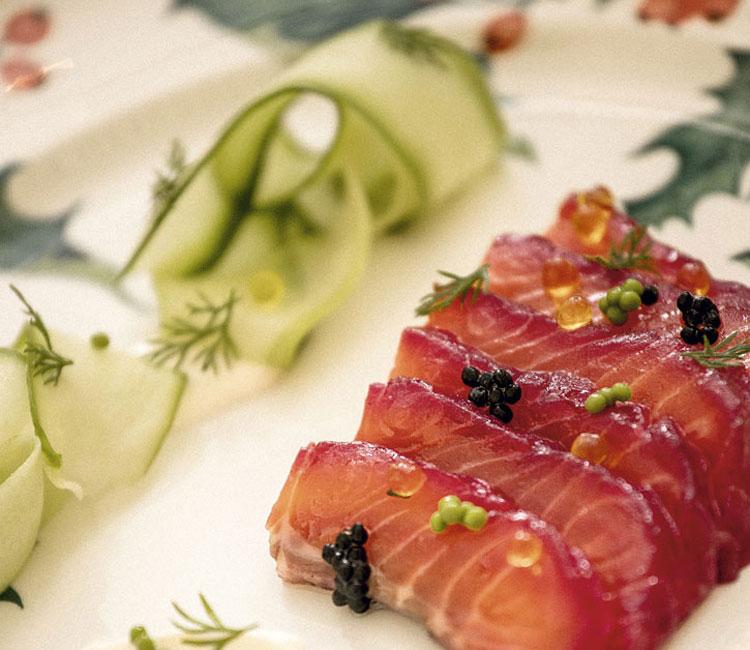 Gravlax de salmón, pepino y crème frâiche