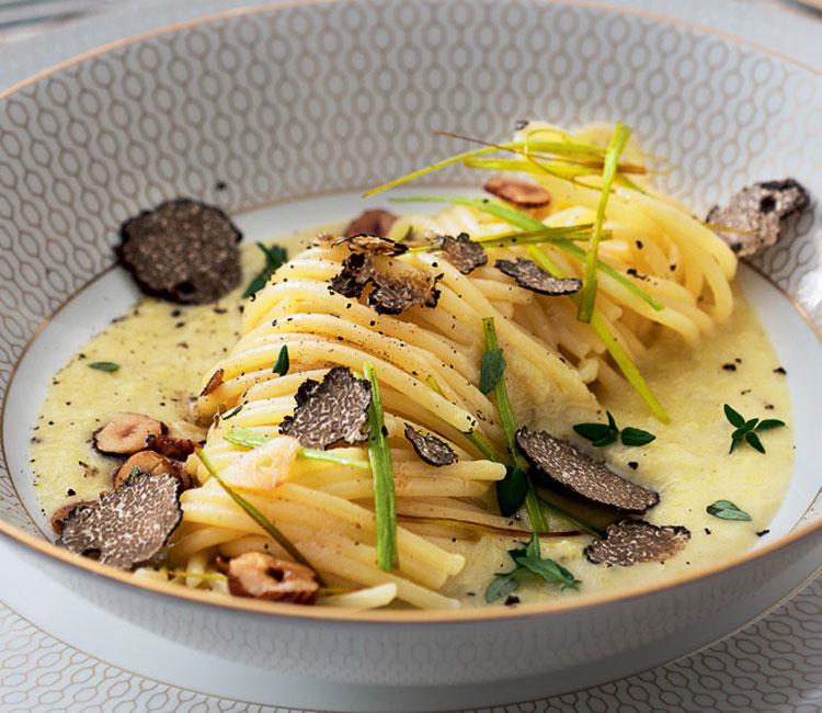 Espaguetis con puerro y trufa negra