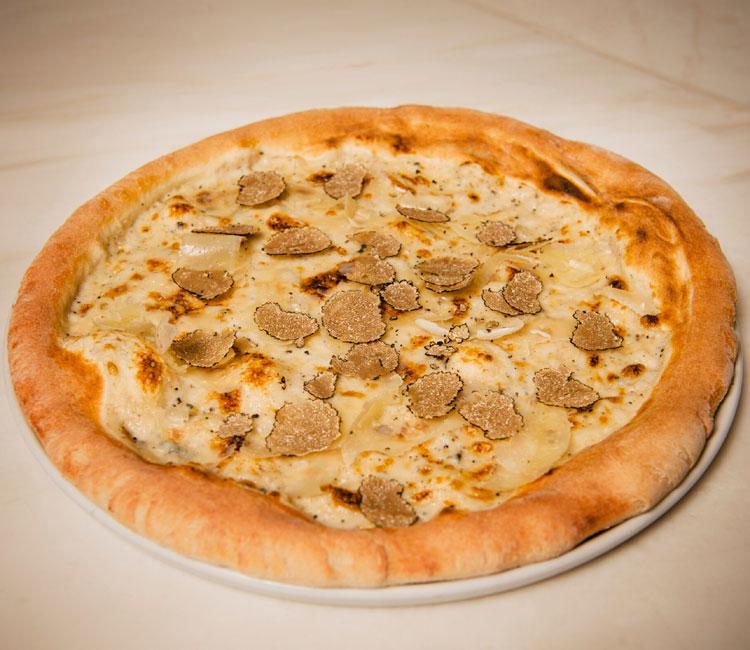 Pizza con bechamel y trufa