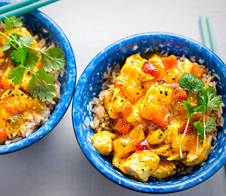 pollo-al-curry-con-pina-y-manzana