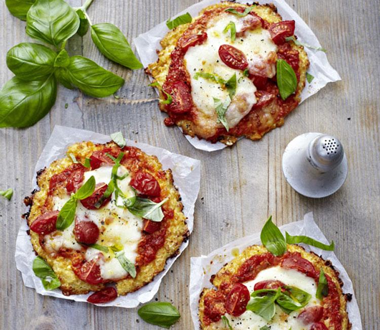Mini-pizzas de coliflor y queso con tomate sin gluten
