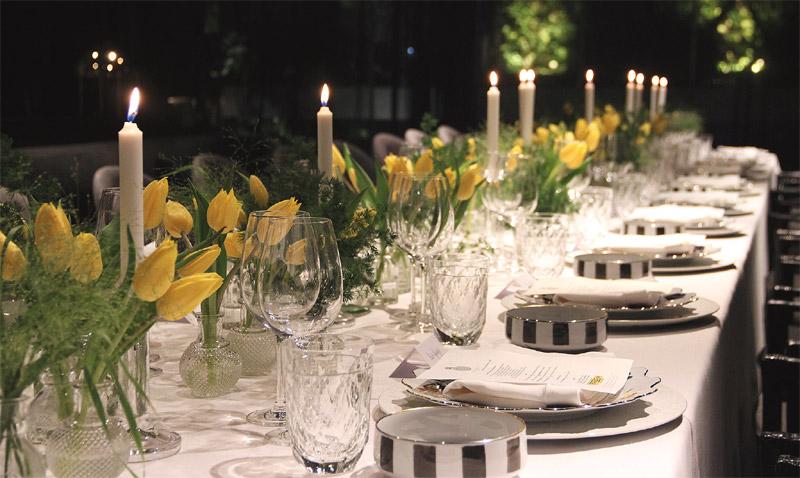 'El arte de decorar la mesa', por Fiona Ferrer: blanco, oro y flores, el 'mix' que nunca falla