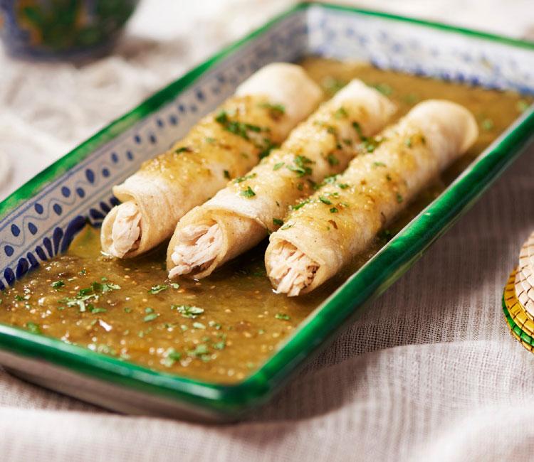 Tacos de pollo con salsa verde mexicana