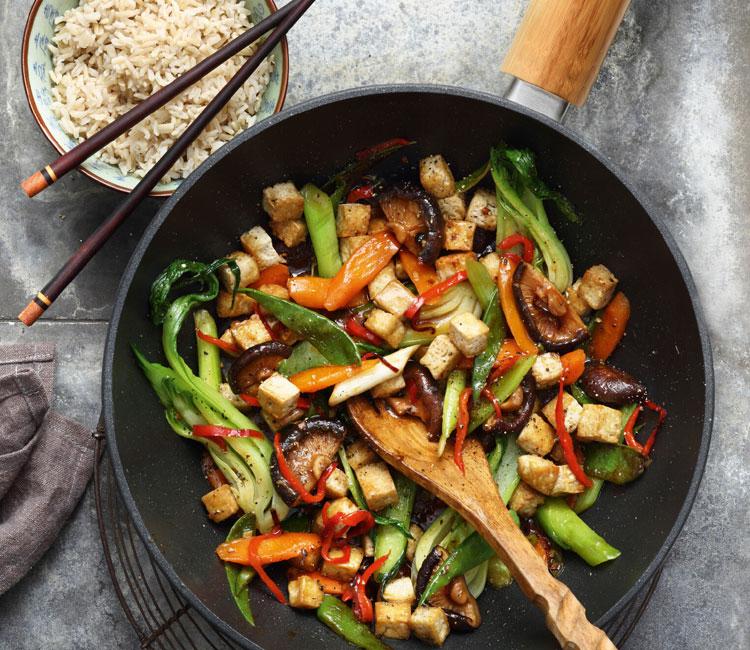 Wok de tofu marinado y vegetales