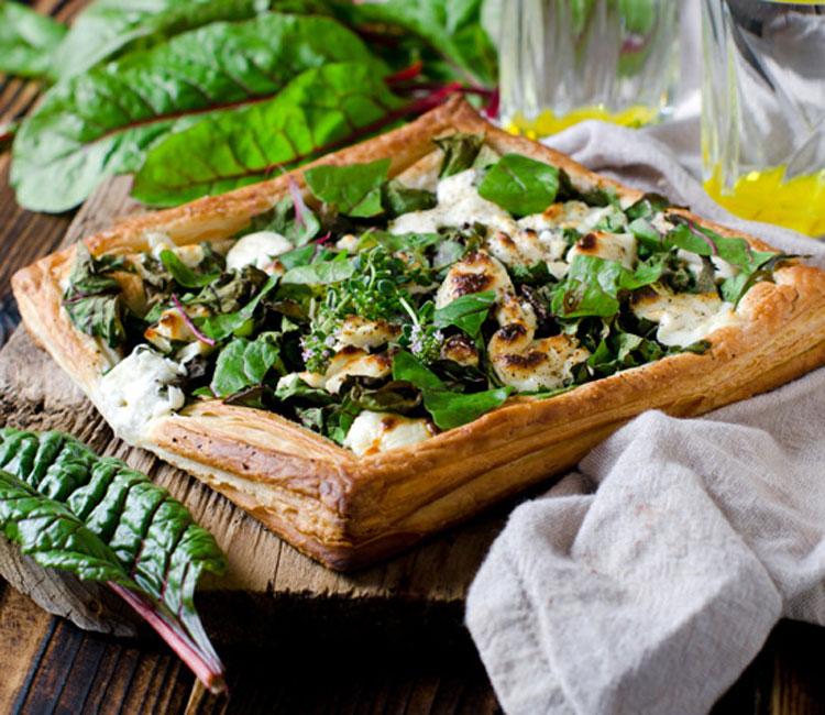 Hojaldre de espinacas, acelgas y mozzarella