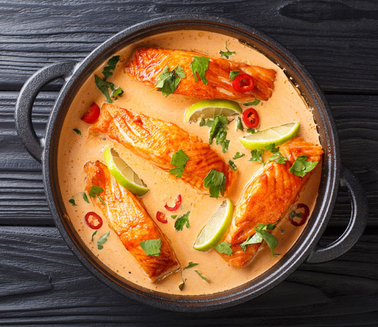 Spicy curry thai de salmón con coco y lima