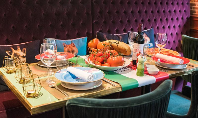 'El arte de decorar la mesa', por Fiona Ferrer: ¡que nunca falte la pizza!