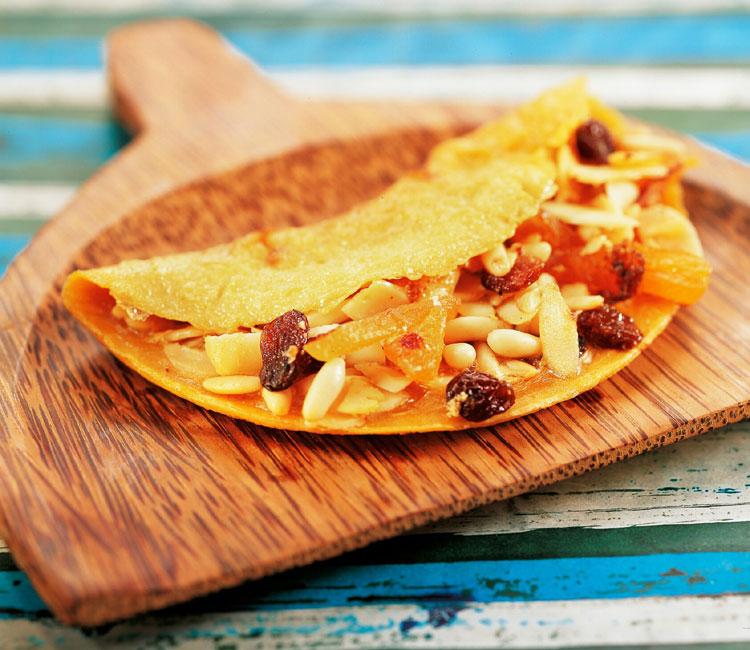 Tortilla dulce rellena de frutos secos a la miel