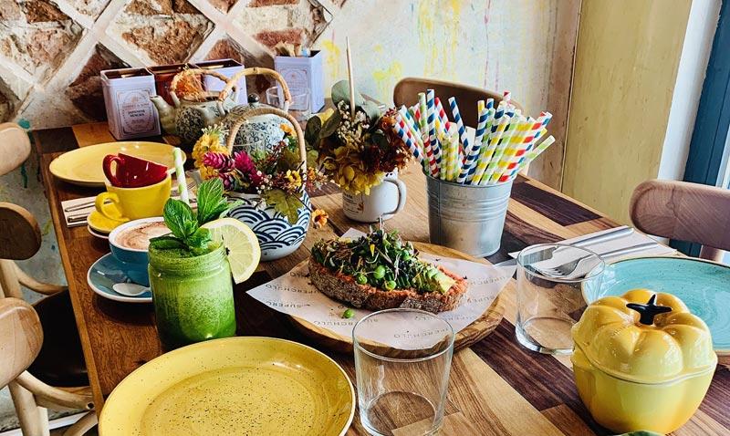 'El arte de decorar la mesa' por Fiona Ferrer: colorterapia para un desayuno energético