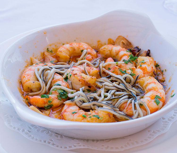 wok-de-gulas-y-gambas-al-ajillo