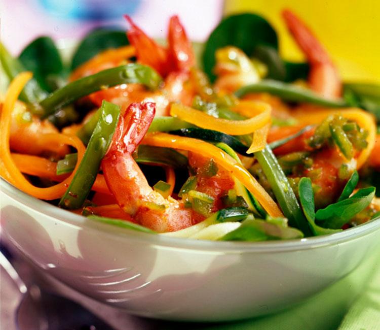 ensalada-crujiente-de-gambas-y-hortalizas