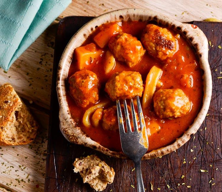 albondigas-con-sepia-y-salsa-de-tomate