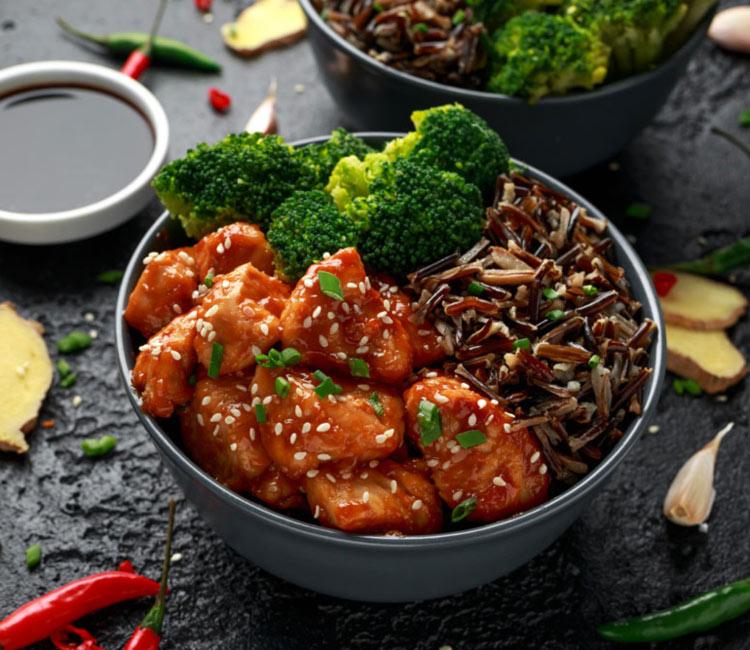 Pollo teriyaki con brócoli y arroz salvaje