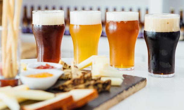 Con estos 'tips' tus cervezas en casa sabrán (casi) igual que en el bar