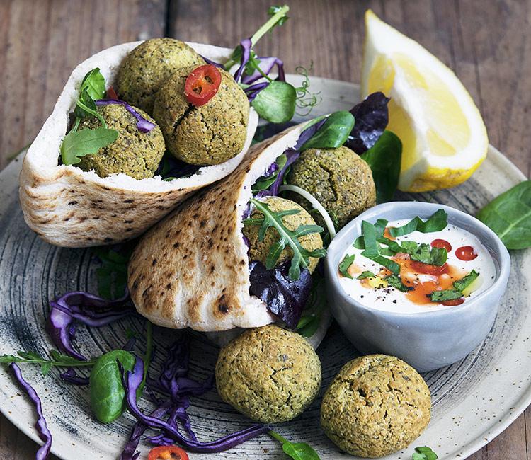 pita-de-hummus-y-falafel