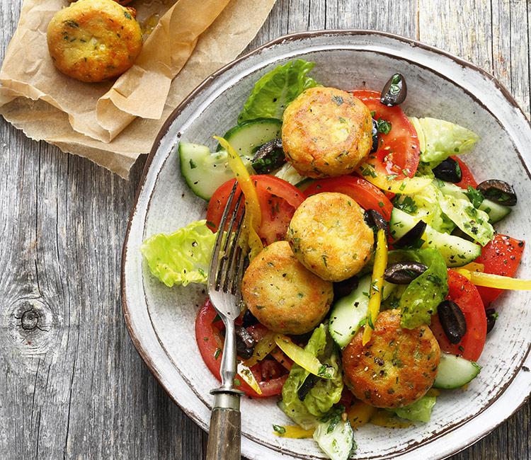 ensalada-griega-con-falafel