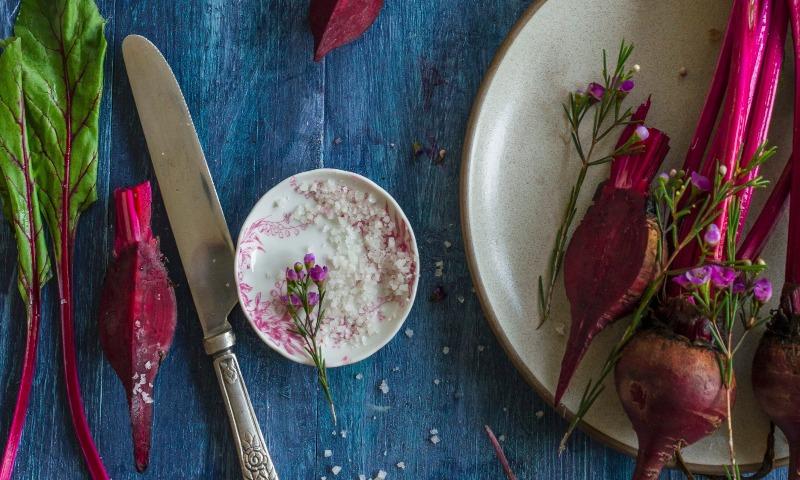 Tiñe de morado tus platos con estas ideas fáciles con remolacha