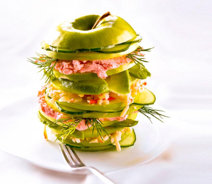 Manzana verde rellena de paté de bonito