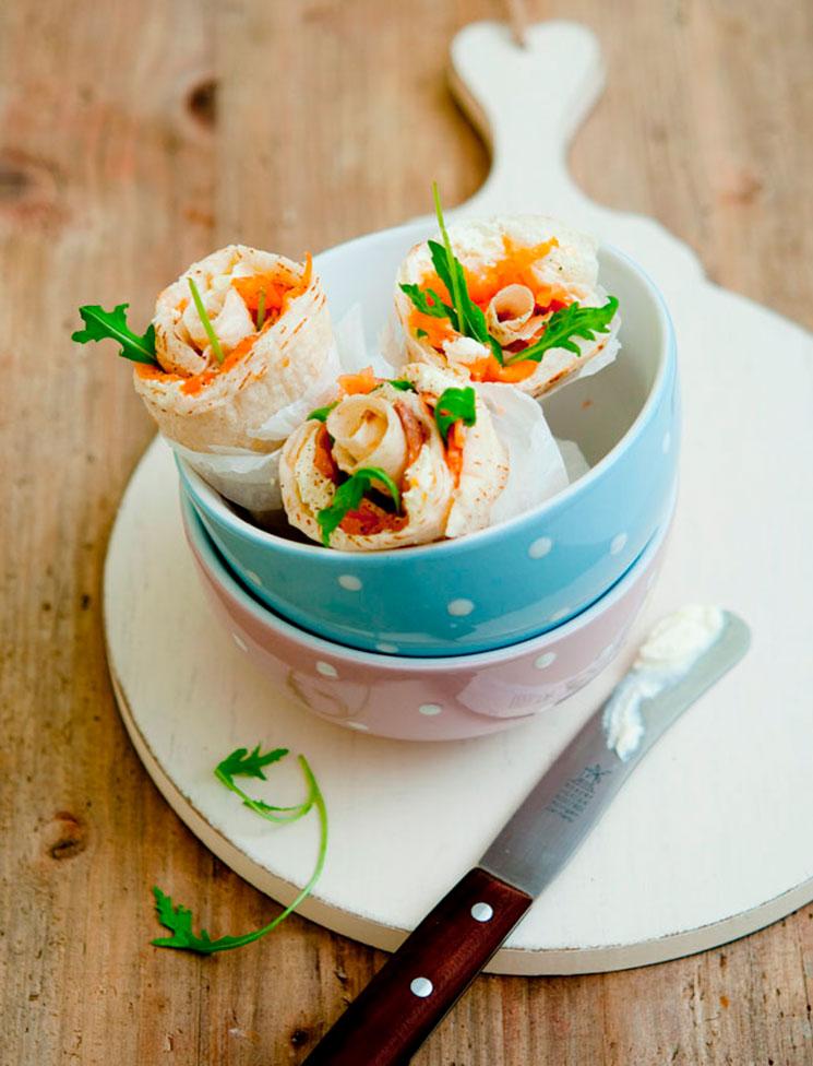 Wrap de salmón ahumado, rúcula y queso crema