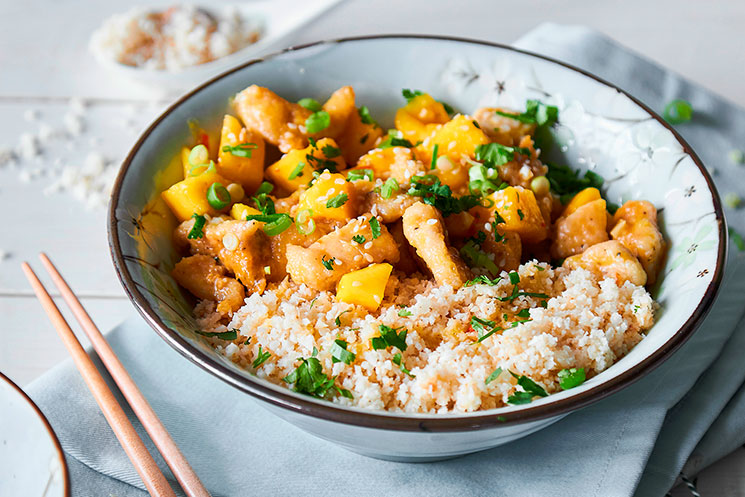 Pollo al mango y cuscús de coliflor