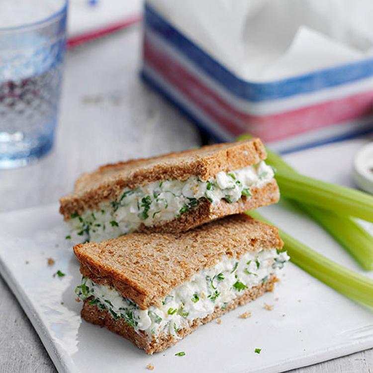 sandwich-queso-apio