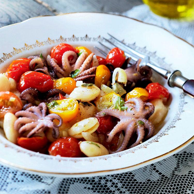 Ensalada de pulpitos con alubias y tomates cherry