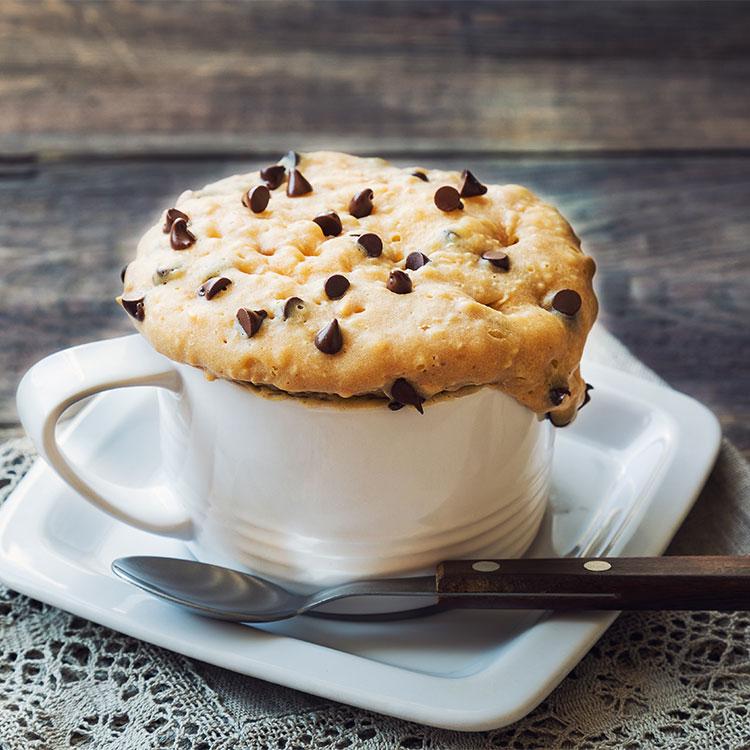 Mug cake de cookies de choco y cacahuete