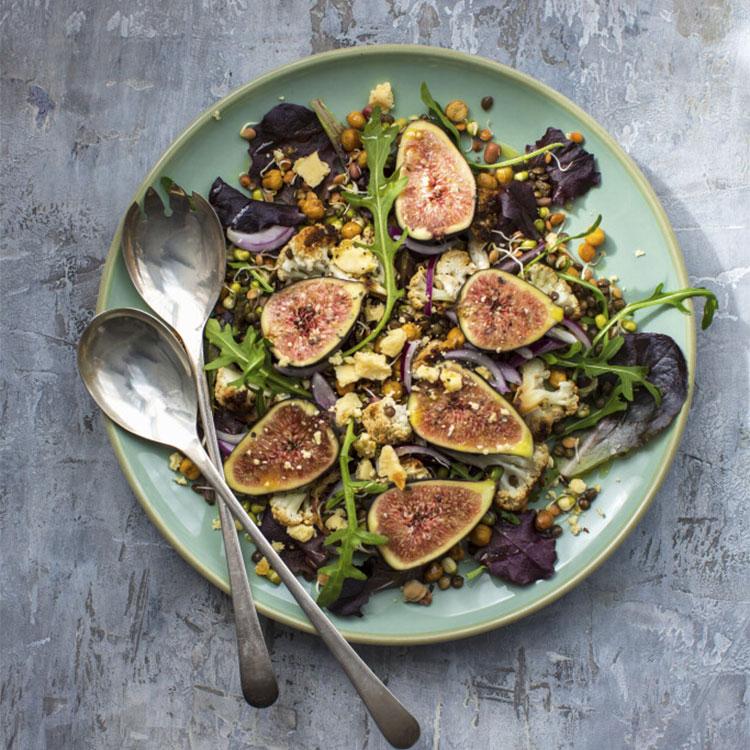 Ensalada de higos con legumbres y coliflor