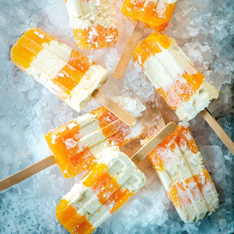 Polos de melocotón y yogur a la vainilla