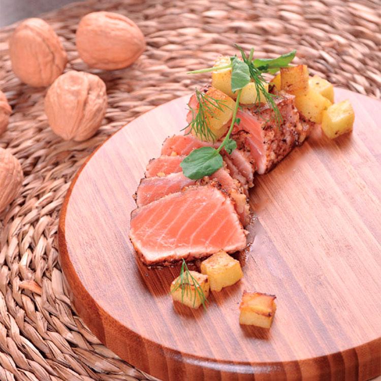 Tataki de salmón y nueces a la vainilla con toque de lima