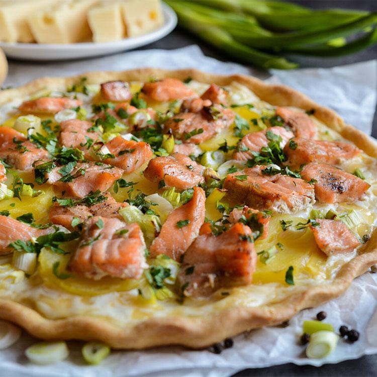 Tarta salada de salmón y queso emmental