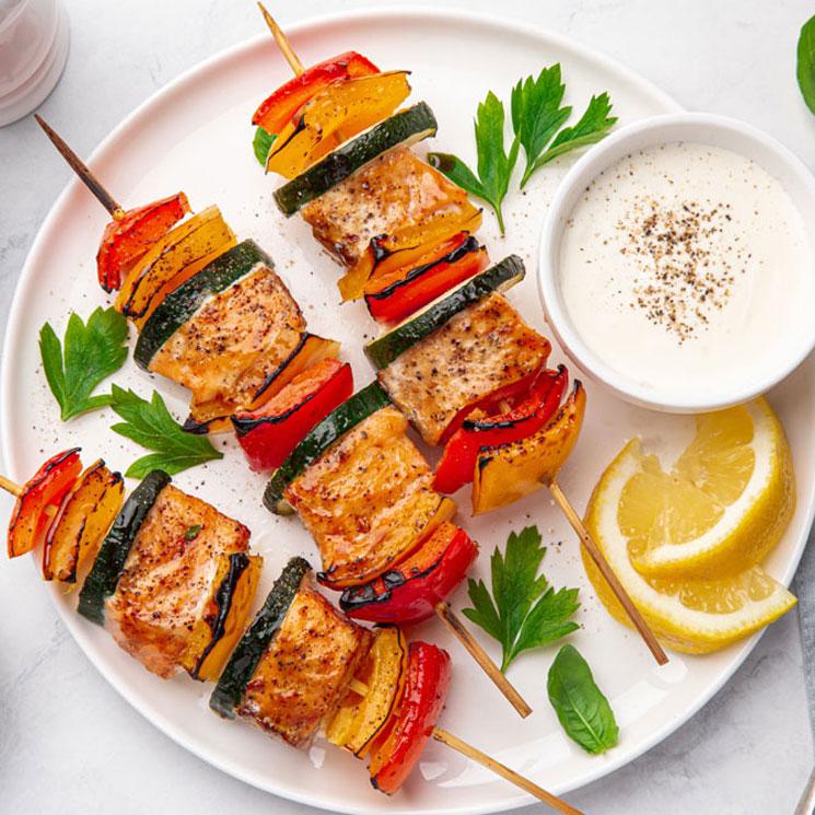 brochetas-salmon-verduras