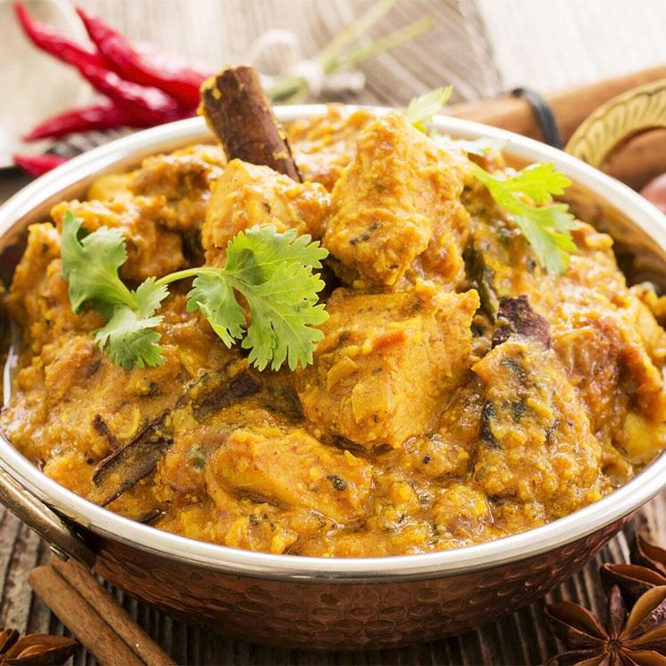 Pollo al curry con canela