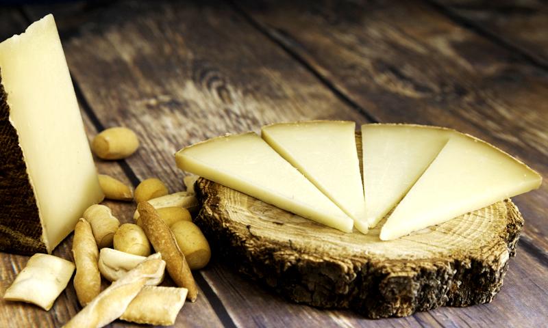 El truco infalible para reconocer un buen Manchego y que no te la den con queso (falso)