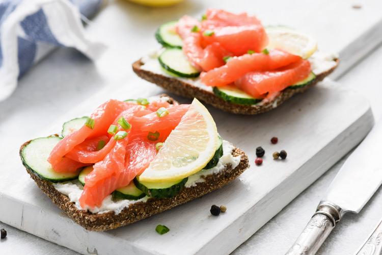 tostadas-salmon