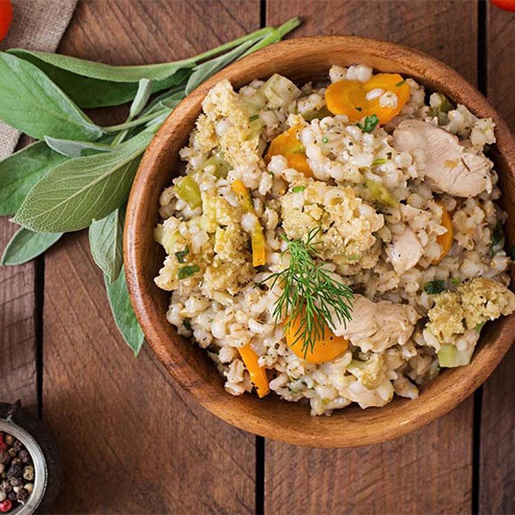 Ensalada de cebada y pollo