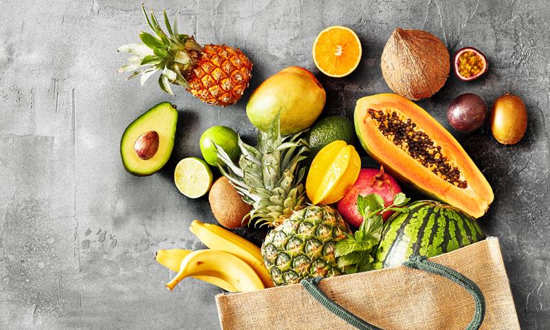 ¿Aún sigues guardando estas frutas y verduras en la nevera?