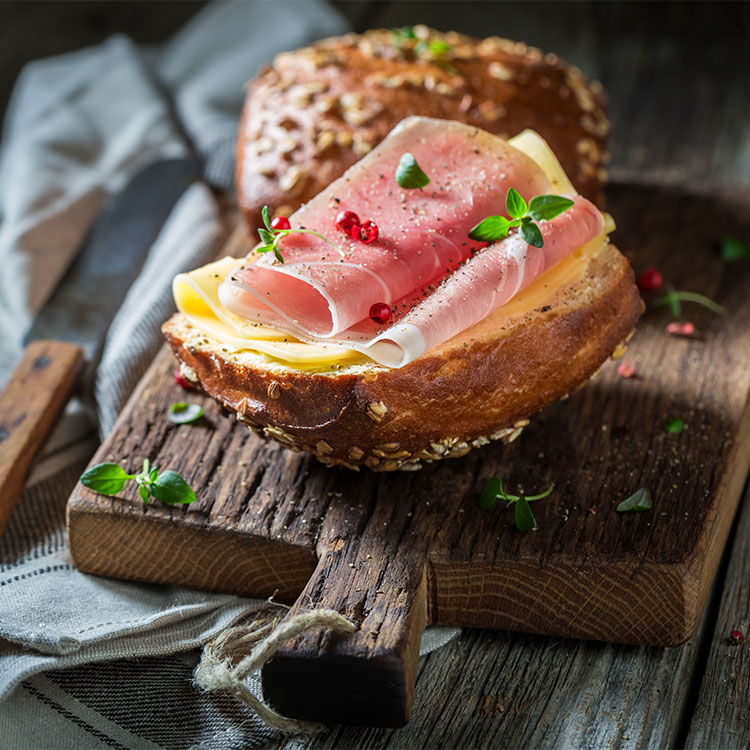 Bocatín de jamón serrano y queso