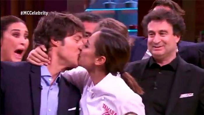 Tamara Falcó también besó a Jordi