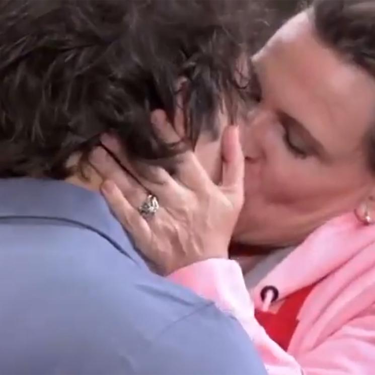 Ainhoa Arteta sigue los pasos de Tamara Falcó y sorprende a Jordi Cruz con un apasionado beso