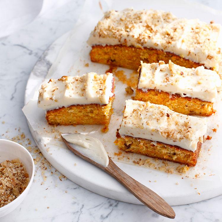 Pastel de zanahoria con cobertura de crema de queso a la vainilla
