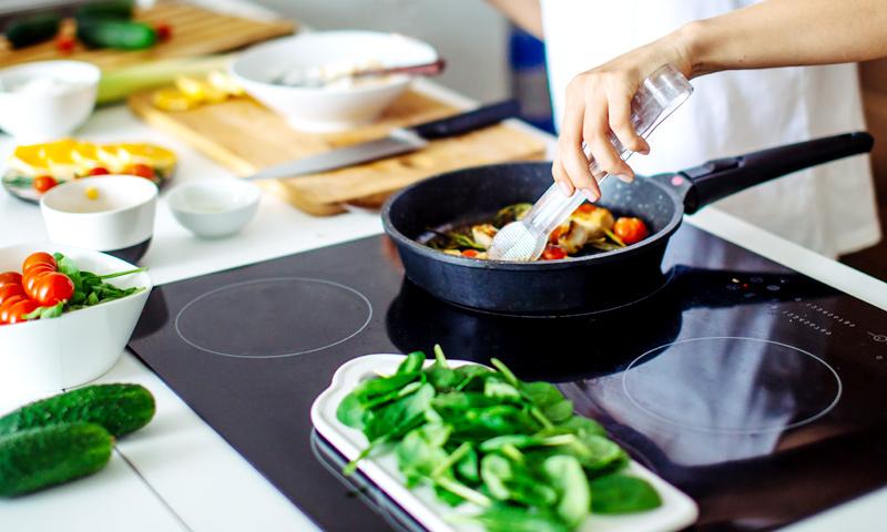 Si tu objetivo es perder peso, así es como debes cocinar los alimentos