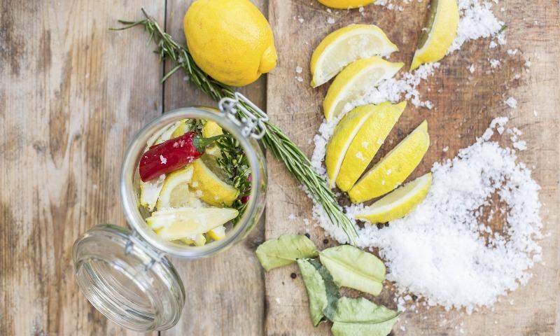 ¿Sabes por qué el limón conserva? Conservantes naturales que puedes añadir a tus alimentos
